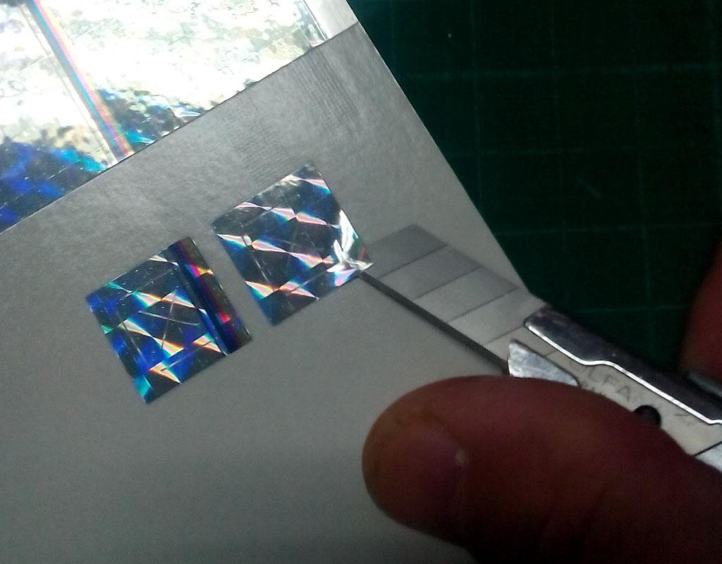 Manipulácia s holografickou fóliou